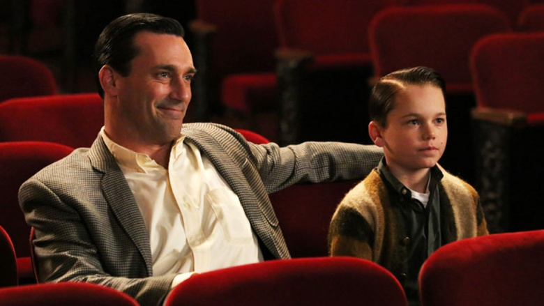 Don Draper e Bobby no cinema